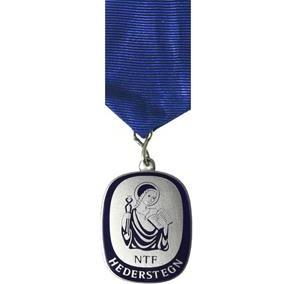 Hõbedatud, emailitud medal rinnalindiga